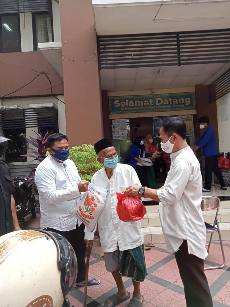 aksi-solidaritas-kelurahan-kunciran-di-masa-ppkm-level-4