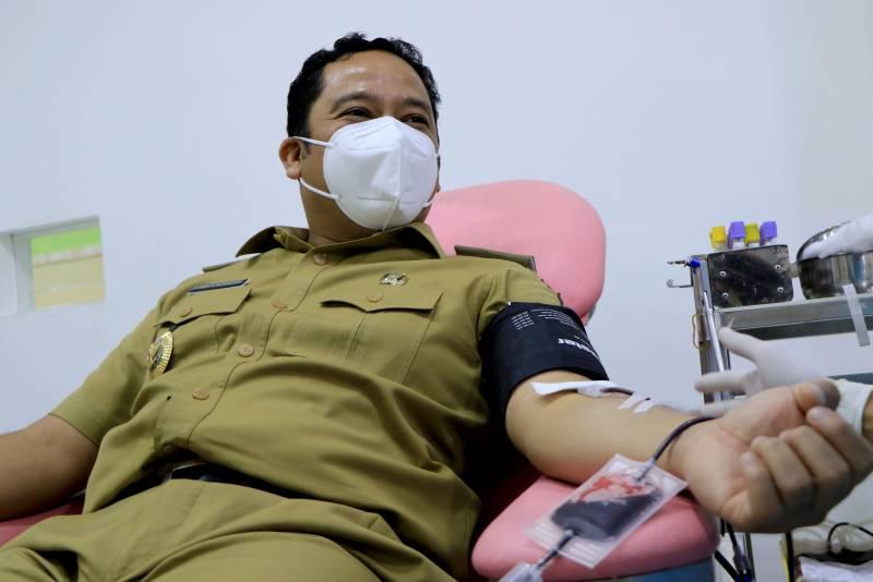 tinjau-pmi-wali-kota-ajak-masyarakat-lakukan-donor-darah