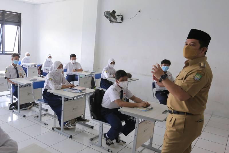IMG-hari-pertama-pelaksanaan-ptm-arief-40-sekolah-jadi-pilot-project
