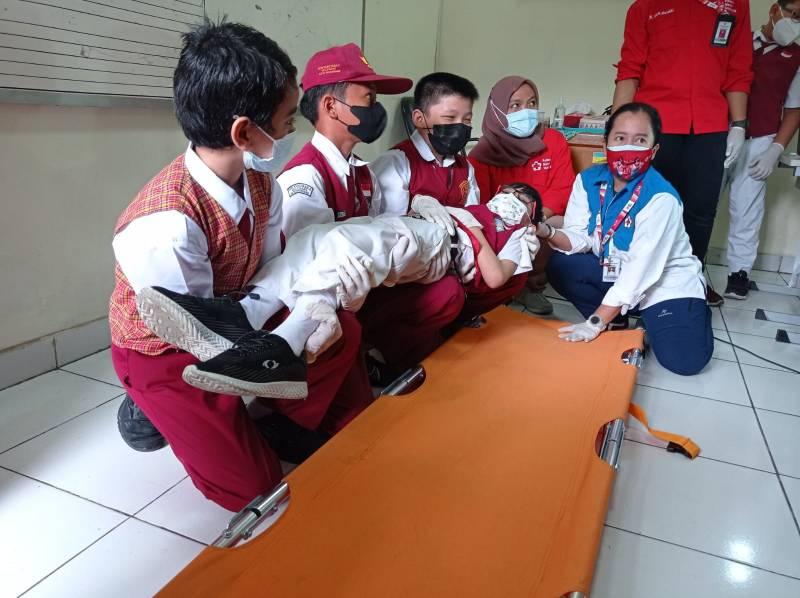 membuka-wawasan-kesehatan-latih-siswa-sd-jadi-dokcil